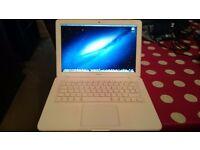 Apple Macbook 13 White 2.26 ghz Core 2 Duo 4GB 320GB HD