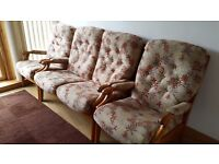 Perfect condition cintique winchester 2 seater sofa 2 chairs living room conservatory !
