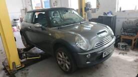 Breaking for parts Mini cooper s 1.6 petrol