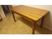 Pine dining table. Excellent condition