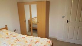 3/4 bed room house 5 mint walk to Walthamstow station, buses. Very Close Liverpool Street station
