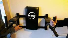 Wall mounted abs/triceps/knee/leg raise station