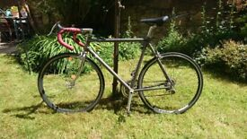 Road bike - steel frame 56cm - awesome condition