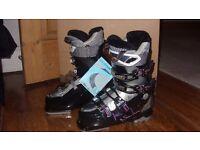 Ladies Salomon ski boots (size 4)