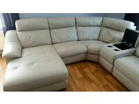 LOOK@@ ALMOST BRAND NEW LEATHER CORNER SUITE WITH RECLINRRS@@