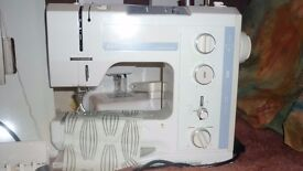 Benina 1015 sewing machine with table and hard cover and parts