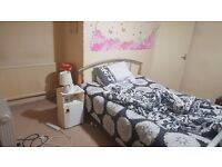 1 DOUBLE BEDROOM TO RENT IN HOUSE