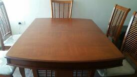 Dinning Table Solid Wood 6 Seats expendable Good Condition