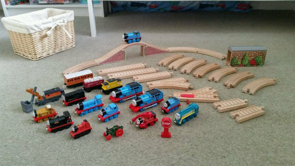 Thomas And Friends Wooden 21 Pcs Train Railway Set 17