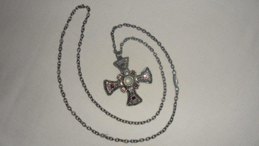Pretty Celtic cross design necklace