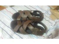 men clarks sandal brown excellent condition size 7.5