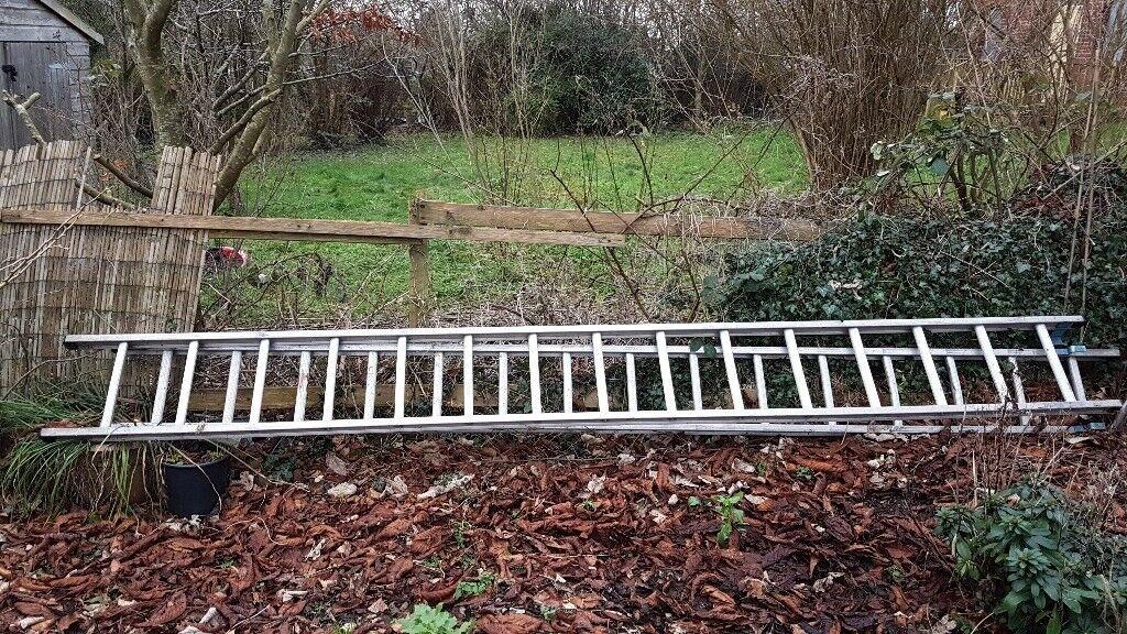 Long Aluminium Extendable Ladder (2 x 4m, 15 rungs on each)