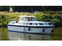 Six berth Sea master motor cruiser. Raven. 1980. Aft, fore and mid cabins.