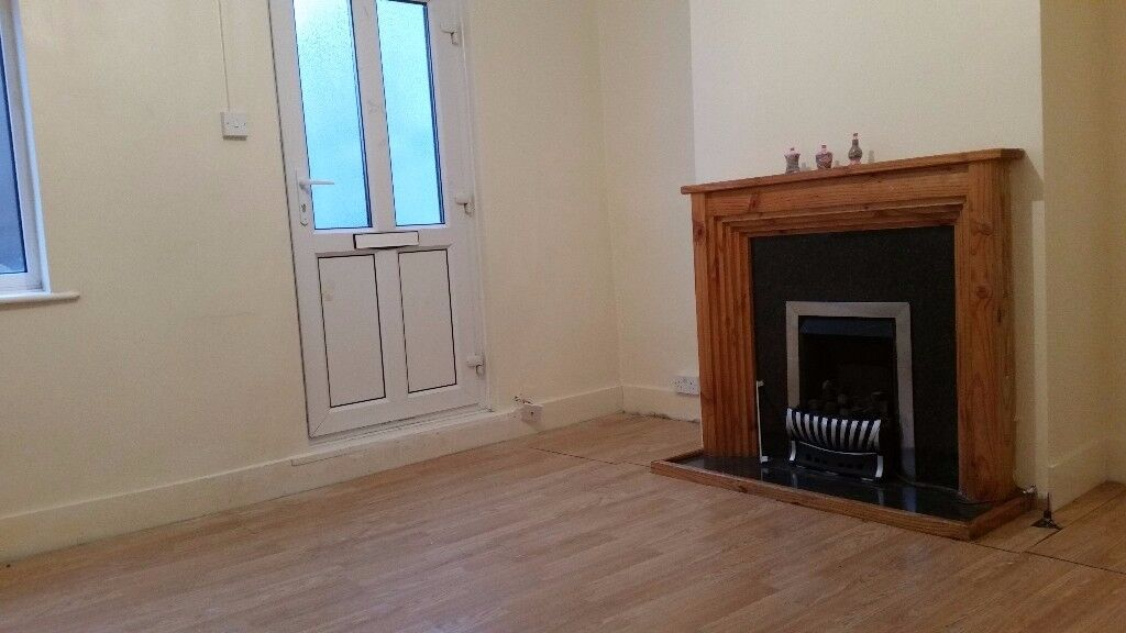2 DOUBLE BEDROOM HOUSE UNFURNISHED ROCHESTER £800pcm NEAR STROOD STATION AND WALKING TO TOWN CENTRE