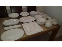 Quality 47 piece dinner service