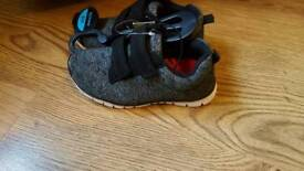 Childs size 8 trainers