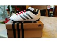 New wit tags boys football shoes
