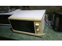 MICROWAVE GOOD EORKING ORDER FREE LOCAL DELIVERY