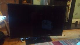 Samsung 40-inch HD LCD Smart TV - SCREEN CRACKED, PICS ATTACHED, PERFECTLY FUNCTIONAL