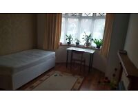 Double room with a single bed in Semi-detached house for £90pw (Bills included)