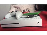 White Xbox one s 500gb mint condition fifa 18 farcry 4 8 installed games swap PS4
