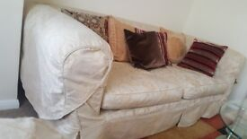 2 and 3 seater sofa in very good condition