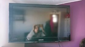"Samsung 32"" television, black, perfect condition"