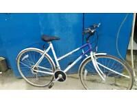 Ladies raleigh pioneer bike 6 gears red description.