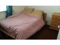Double Room to rent Fully Furnished, Wi-Fi, Free Road Parking, Ground Floor with Front Garden !!!!!