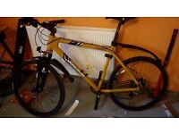 MONGOOSE LEX PRO MOUNTAIN BIKE/DISC BRAKES/24 GEARS/ROAD TYRES ETC IN EXCELLENT CONDITION