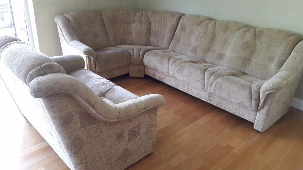 4 5 Seater Corner Sofa With 2 High Backed In Beige Patterned