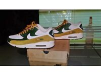 Mens/womans size 6 nike air max trainers not adidas