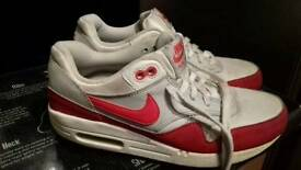 NIKE AIR MAX SIZE 5 SMALL 5.