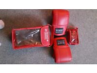 Boxing glove set for age 13 upwards.