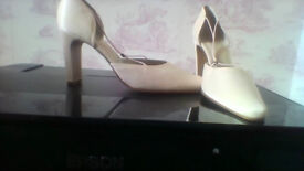 BRAND NEW all leather ladies satin covered shoes size 7
