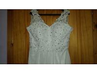 White Chiffon Wedding Dress size 12-14 and veil