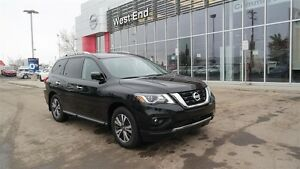 2017 Nissan Pathfinder SL, 4 wheel drive, Navigation, Leather