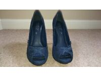 Size 6.5 navy high heel shoe