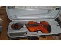 Hidersine full size violin rarely used. 2 bows and spare strings included