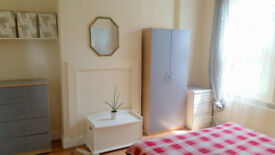 two double rooms in one house with garden, Wood Green
