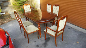 Italian Wood Dining Tabel with 6 chairs + Matching cabinet with built in light MINT CONDITION