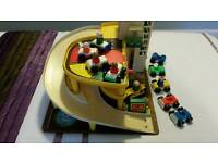 VINTAGE 1970'S FISHER PRICE GARAGE,LITTLE PEOPLE AND EXTRA CARS