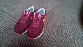 Mens air max trainers size 7 brilliant condition