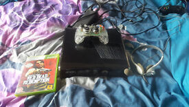 XBOX 360 great working condition with 1 pad 1 game and a headset with mic.