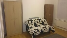 Double bedroom for rent in Gorton/Abbey Hey (suitable for a couple)