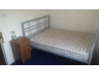 Spacious Double Room with on suite Shower WITH ALL BILLS INCLUSIVE Available in Mitcham PollardsHil