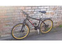 "18"" unisex hybrid mountain bike. disc brakes + £50 worth of extras. £500 RRP."