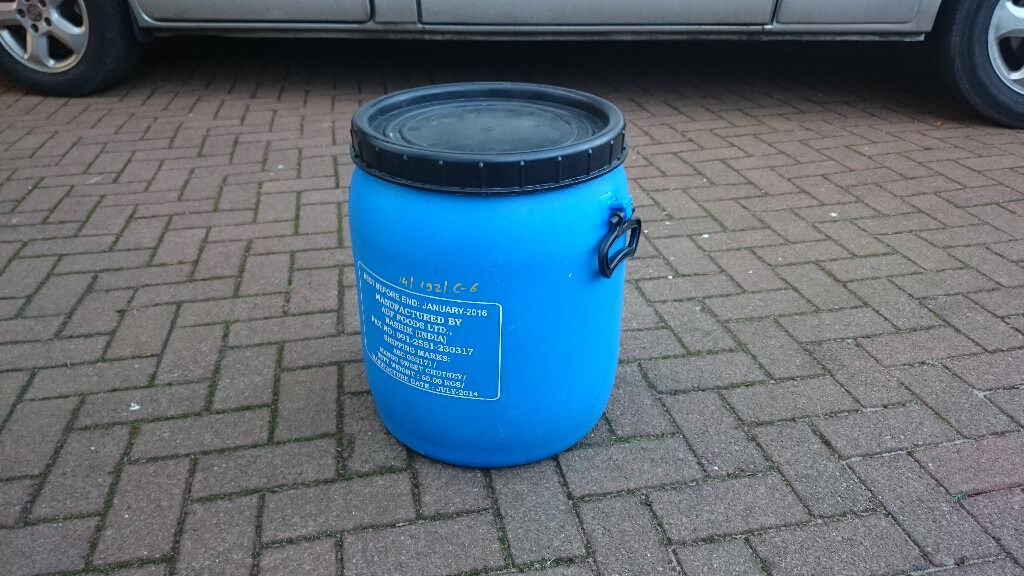 45L Plastic Screw Lid Barrelin Dollar, ClackmannanshireGumtree - 9 Available. £6 each, or all 9 for £50. 45lt plastic barrel, comes complete with large screw lid. Carry handles which ease transportation. Very versatile, Robust little barrel, food grade. Suitable for many applications including food storage,...