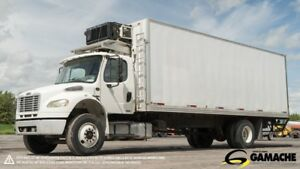 2004 FREIGHTLINER M2 106 REEFER TRUCK CARRIER 26'