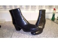 Ladies boots by dune